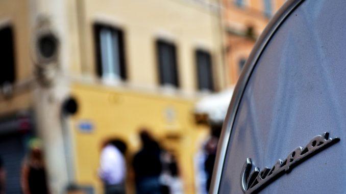 Moottoripyöriä ja mopoja koskeva ajokorttiuudistus tulisi kuluttajille kalliiksi.